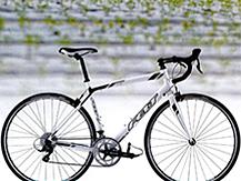 2012年モデル ロードバイク 新車サイズ 540㎜[適応身長165㎝~股下71~91㎝] 定価:94,290円→旧モデルのため20%OFFその他のメーカーの旧モデルのMTB、ロードバイクもあります。春の自転車シーズンにむけて、現在当店の倉庫に中古車とアウトレット商品の展示スペースを準備中です。ご来店お待ちしてます。